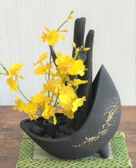造花を入替えることで、迎春後も使用可能です